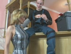 Horny MILF slut Jennifer seduces a young worker and sucks his dick deepthroat